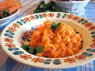 surówka z marchewki przepis, jak zrobić surówkę z marchewki, surówka z marchwi przepis, przepis na surówkę z marchwi